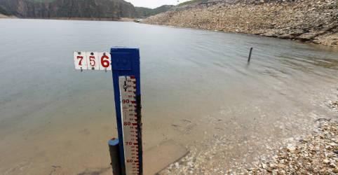 Placeholder - loading - Imagem da notícia Seca gera disputa pela água contra racionamento de energia no Brasil