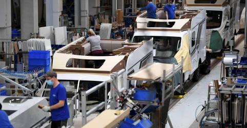 Placeholder - loading - Imagem da notícia Crescimento da indústria da zona do euro atinge máxima recorde em maio, aponta PMI