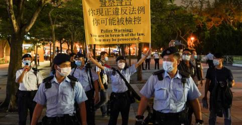 Placeholder - loading - Imagem da notícia Hong Kong isola parque de protesto contra massacre da Praça da Paz Celestial