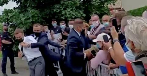 Placeholder - loading - Imagem da notícia Homem preso por dar tapa em Macron é entusiasta de artes marciais