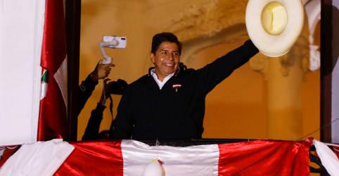 Placeholder - loading - Imagem da notícia Castillo chega mais perto de vitória no Peru e Keiko Fujimori planeja batalha jurídica