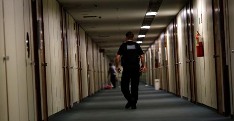 Placeholder - loading - Imagem da notícia PF cumpre mandados contra parlamentar em 2ª fase de operação contra fraudes no Ministério do Trabalho