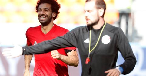 Placeholder - loading - Imagem da notícia Salah se recupera de lesão e jogará em estreia do Egito na Copa contra Uruguai