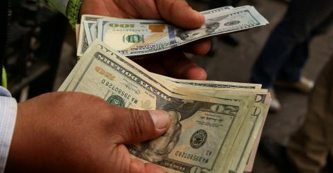 Placeholder - loading - Dólar salta mais de 2,5%, maior alta em 13 meses, e vai a R$3,81 com exterior