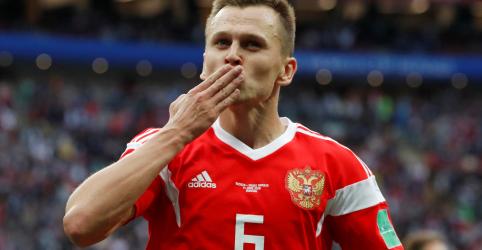 Cheryshev apaga anos de dificuldades com atuação espetacular em estreia da Rússia na Copa
