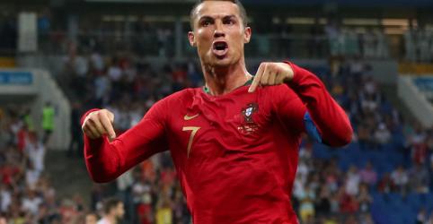 Placeholder - loading - Imagem da notícia Cristiano Ronaldo marca três gols em empate de Portugal com Espanha