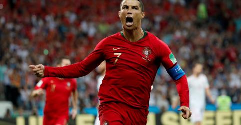 Placeholder - loading - Imagem da notícia Cristiano Ronaldo faz os três gols de Portugal em empate com Espanha