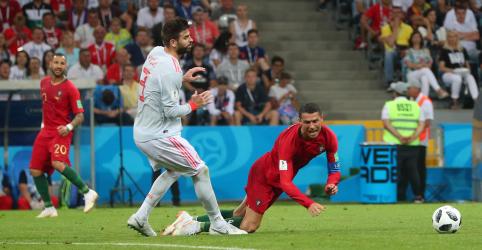 """Placeholder - loading - Imagem da notícia Piqué diz que Cristiano Ronaldo é """"propenso a se jogar"""" após empate eletrizante"""