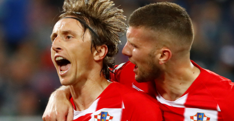 Placeholder - loading - Imagem da notícia Croácia derrota Nigéria com gol contra e outro de pênalti