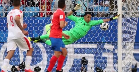 Kolarov marca de falta e garante vitória da Sérvia sobre Costa Rica em jogo do grupo do Brasil