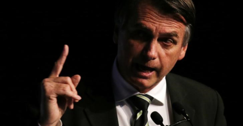 Placeholder - loading - Imagem da notícia Bolsonaro diz que Paulo Guedes não é só um 'cartão de visita'
