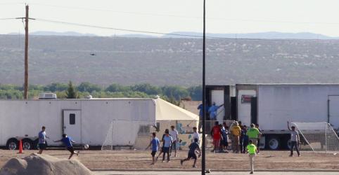 Placeholder - loading - Imagem da notícia Trump se reunirá com republicanos em meio a revolta por tratamento a filhos de imigrantes