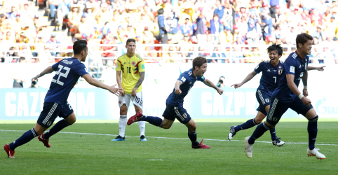 Colômbia tem jogador expulso no início e perde para o Japão por 2 x 1