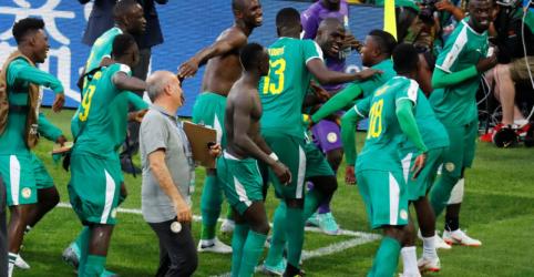 Senegal pune Polônia por erros e ganha por 2 x 1, em primeira vitória de africanos