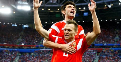 Rússia vence Egito e praticamente garante vaga nas oitavas da Copa
