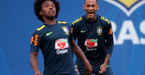 Neymar volta a treinar um dia após abandonar atividade com dor no tornozelo
