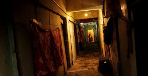 WIDER IMAGE-À espera de moradia, vida em ocupação exige luta e resistência