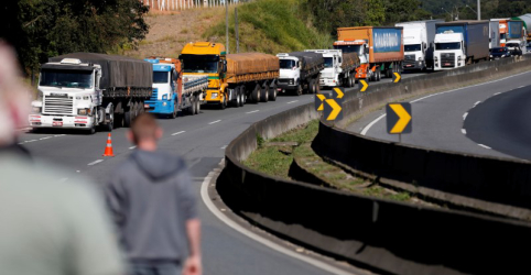 Placeholder - loading - Caminhoneiros e empresas tentarão acordo sobre frete na semana que vem, diz Fux