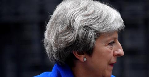 Premiê britânica enfrenta parlamentares rebeldes pró-UE para vencer votação sobre Brexit