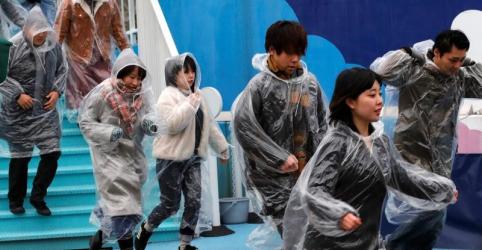 Placeholder - loading - Imagem da notícia Japão suspenderá simulações contra mísseis norte-coreanos após cúpula entre Trump e Kim, diz agência