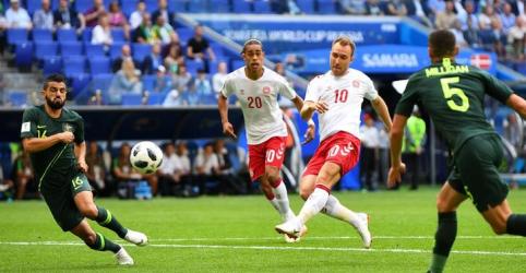 Austrália marca de pênalti e empata com Dinamarca após golaço de Eriksen
