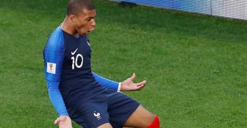 Placeholder - loading - França vai às oitavas de final com gol de Mbappé, Peru está eliminado