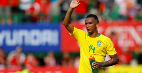 Placeholder - loading - Imagem da notícia Brasil terá Fágner na vaga de Danilo contra Costa Rica