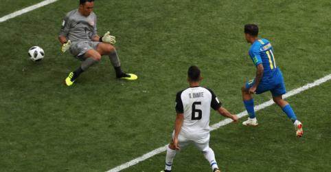 Placeholder - loading - Imagem da notícia Autor de gol salvador, Coutinho diz que Brasil mereceu vitória por dedicação contra Costa Rica