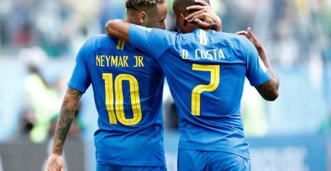 Douglas Costa comemora boa atuação e assistência para gol de Neymar