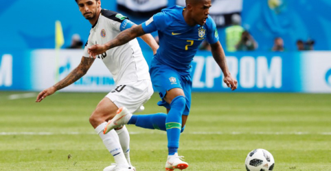 Com lesão muscular, Douglas Costa desfalcará Brasil contra Sérvia