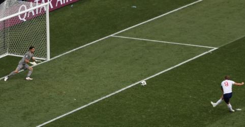 Kane comemora três gols pela Inglaterra e vira artilheiro da Copa do Mundo