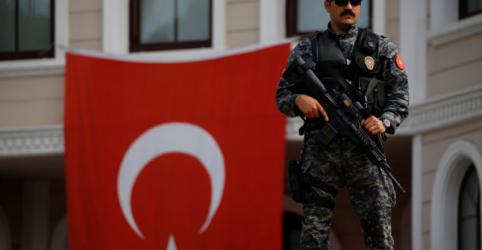 Polícia detém 4 alemães durante eleição presidencial da Turquia