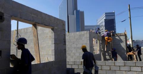 Placeholder - loading - Confiança da construção no Brasil cai em junho com maior desalento com o futuro, mostra FGC