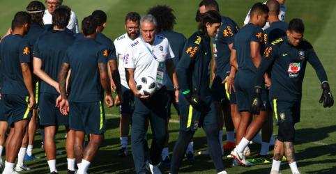 Placeholder - loading - Tite mantém equipe e prepara Brasil para jogo aéreo da Sérvia