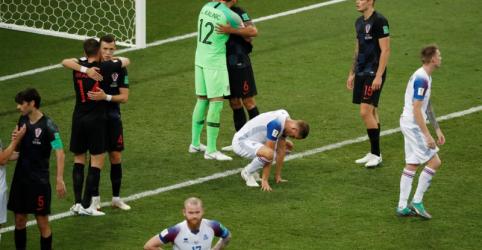 Placeholder - loading - Imagem da notícia Brava Islândia naufraga diante de gol de Perisic no final