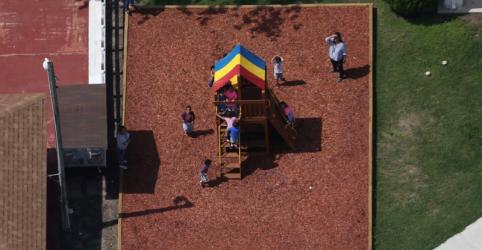 Placeholder - loading - Imagem da notícia Juiz dos EUA proíbe separação de crianças imigrantes e ordena que famílias sejam reunidas