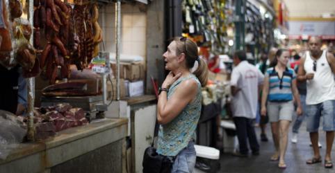 Placeholder - loading - Imagem da notícia Confiança do comércio no Brasil recua em junho e aponta cautela dos empresários, mostra FGV