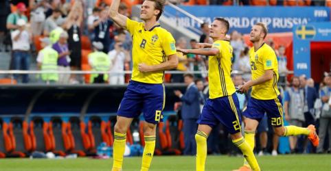 Placeholder - loading - Imagem da notícia Suécia vence México por 3 x 0 e ambos se classificam para oitavas com derrota da Alemanha