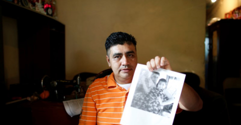 Placeholder - loading - Imagem da notícia Deportados após decreto de Trump, cidadãos da América Central lamentam perda de filhos