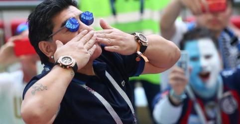 Placeholder - loading - Maradona se oferece para treinar Argentina de graça