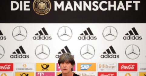 Placeholder - loading - Imagem da notícia Loew vai permanecer como técnico da Alemanha apesar de fiasco na Copa do Mundo