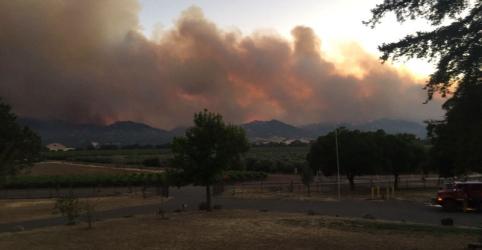 Placeholder - loading - Incêndio florestal avança na Califórnia e ameaça centenas de casas