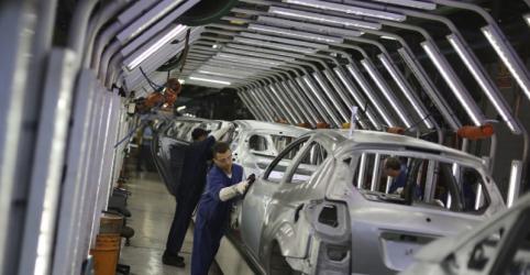 Placeholder - loading - Imagem da notícia Indústria do Brasil despenca 10,9% em maio por greve e tem pior resultado em quase uma década