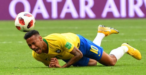 Neymar deveria parar de exagerar quando sofre faltas, diz ex-campeão alemão Matthaeus