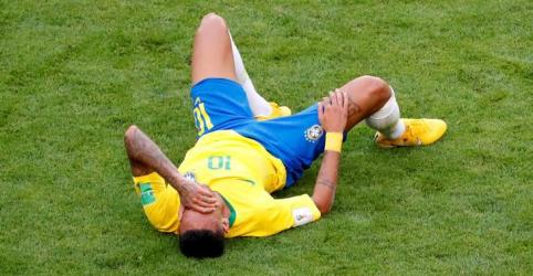 Placeholder - loading - Ronaldo defende Neymar de críticas, jogadores ingleses também são acusados de simulação
