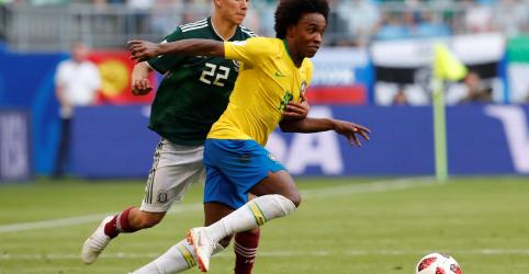 Placeholder - loading - Imagem da notícia Willian vê evolução do Brasil na Copa e elogia belgas companheiros de Chelsea