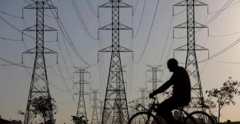 Placeholder - loading - Imagem da notícia Câmara aprova texto-base de projeto que viabiliza privatização de distribuidoras da Eletrobras