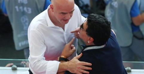 Placeholder - loading - Imagem da notícia Maradona pede desculpas à Fifa depois de falar em 'roubo monumental' contra Colômbia