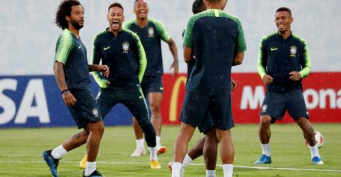 Placeholder - loading - Imagem da notícia Marcelo volta ao time titular do Brasil para jogo com Bélgica