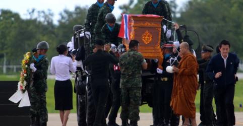 Placeholder - loading - Imagem da notícia Mergulhador tailandês morre em operação de resgate de meninos presos em caverna